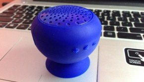 gum_rock_bluetooth_speaker_with_suction_stand-04