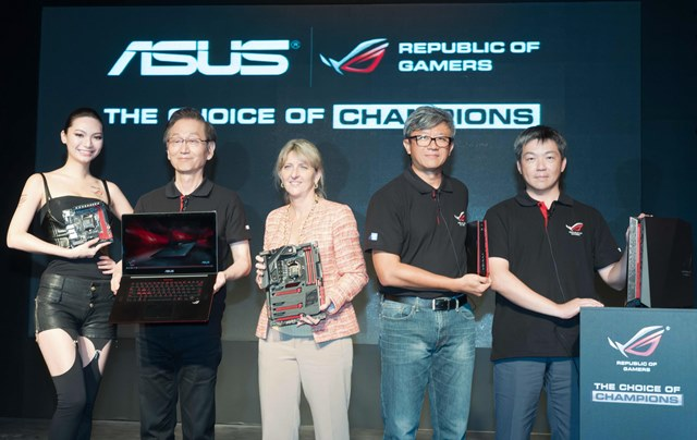 ASUS Top Management and Intel Vice President, Lisa Graff present the ROG product line-up