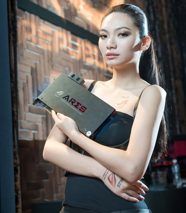 The model showcase the world's fastest graphics card, Ares III