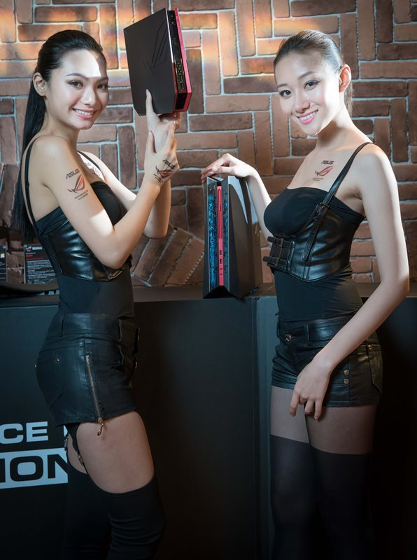 The models showcase ROG GR8 console PC and G20 compact desktop PC